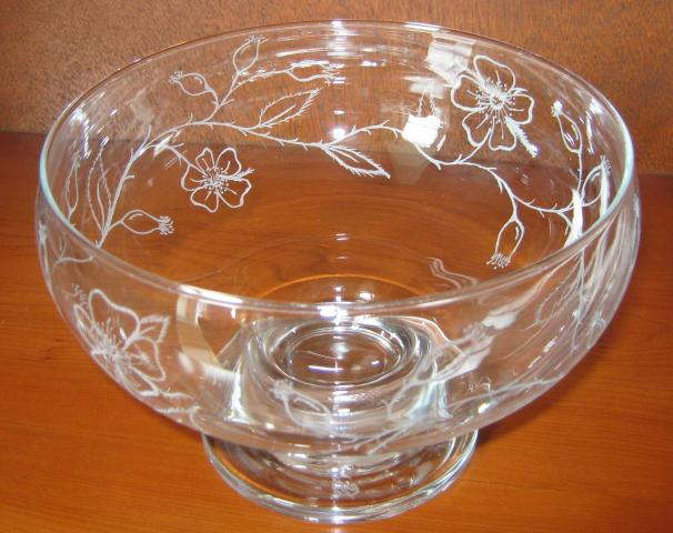 Rose_Motif_Bowl_34_view.JPG
