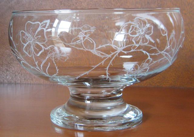 Rose_Motif_Bowl_side_view.JPG